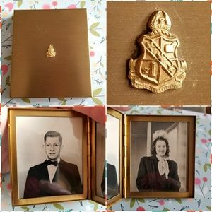Vintage photo compact with original pics gold tone